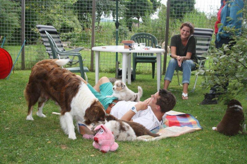 Puppensnuivers Janick en Jolien aan het genieten
